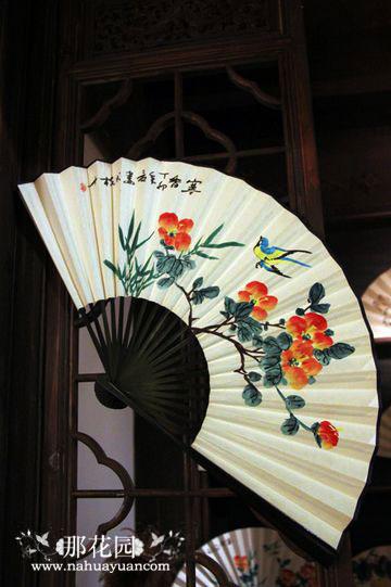 花卉也多是历代扇子上的绘画题材.-扇子上的花卉艺术