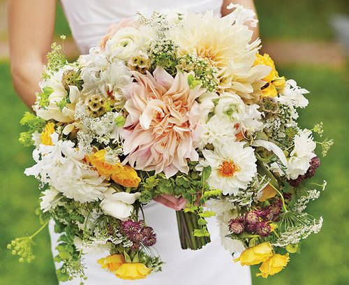 突出婚礼气氛 4款经典绝美的手捧花造型推荐