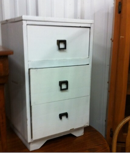 用旧柜子改造有层次感的复古花架
