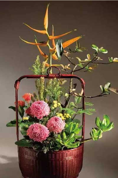 篮花十二月历 以篮子为花器的插花赏析