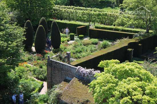 西辛赫斯特的花赏 探秘英格兰户外花园