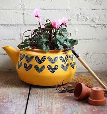 旧水壶改造清新唯美花盆的手工教程图解