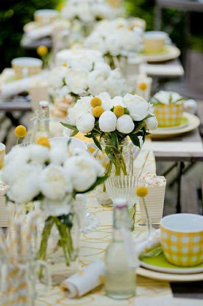 白色系婚礼花艺布置 纯净美感更显闪耀