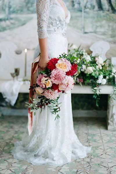 洁白不张扬 浪漫无比的婚礼花艺造型